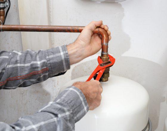 gas heating installation 445 x 350 1 560x440 - Fontaneros Sants Barcelona